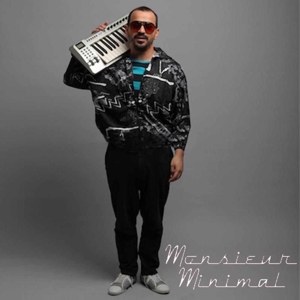 Ένας Έλληνας καλλιτέχνης που να συνδυάζει άψογα τους chill-out ηλεκτρονικούς ήχους με τα γλυκόπικρα lyrics και την καλοκαιρινή αύρα. Ο ίδιος δίνει στη μουσική του τους χαρακτηρισμούς «indie retro pop»